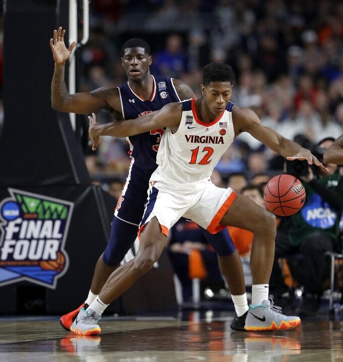 Virginia's De'Andre Hunter (12) drives against Auburn's Danjel Purifoy (3) during the second half in the semifinals of the Final Four NCAA college basketball tournament, Saturday, April 6, 2019, in Minneapolis. (AP Photo/Jeff Roberson)