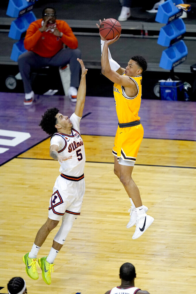 Drexel's Xavier Bell, right, shoots over Illinois guard Andre Curbelo during the first half of a first round NCAA college basketball tournament game Friday, March 19, 2021, at the Indiana Farmers Coliseum in Indianapolis .(AP Photo/Charles Rex Arbogast)
