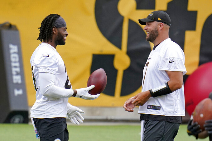 Pittsburgh Steelers running back and first round pick Najee Harris, left, hands a football to quarterback Ben Roethlisberger during the team's NFL mini-camp football practice in Pittsburgh, Tuesday, June 15, 2021. (AP Photo/Gene J. Puskar)