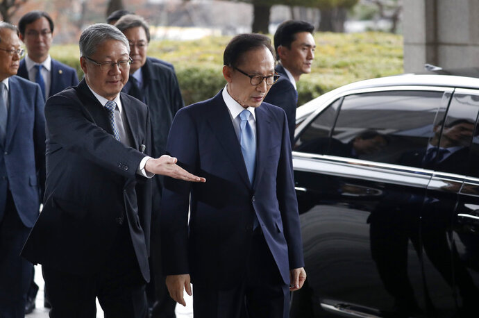 Former South Korean President Lee Myung-bak, third from left, is escorted upon arrival for questioning over bribery allegations at the Seoul Central District Prosecutors' Office in Seoul, South Korea, Wednesday, March 14, 2018. (Kim Hong-Ji/Pool Photo via AP)