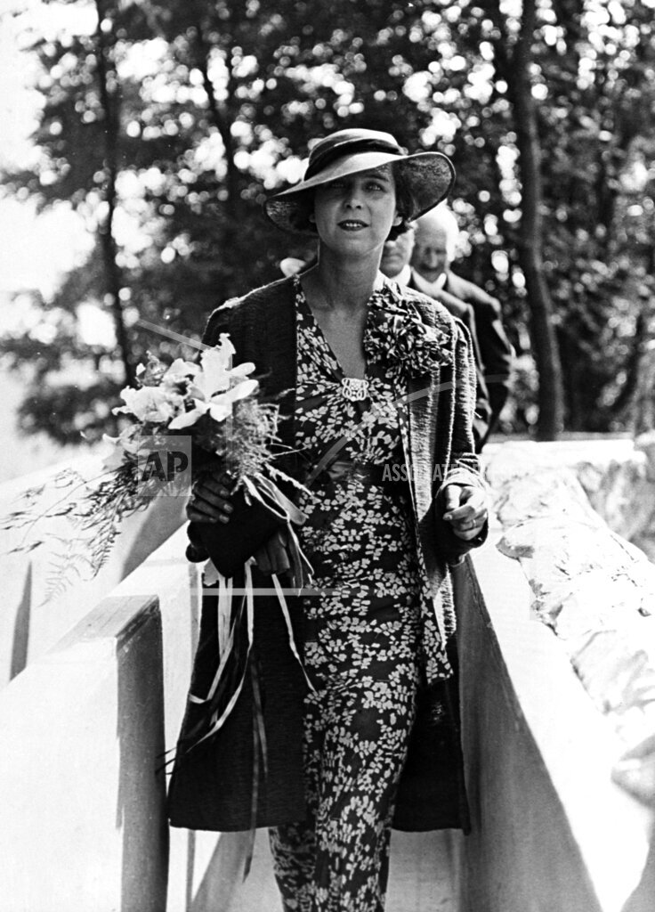Watchf AP I   BEL APHSL15 Princess Marie Jose Visits Brussels Exhibition 1935