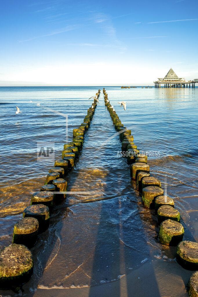 Germany, Mecklenburg-Western Pomerania, Heringsdorf Pier, breakwater