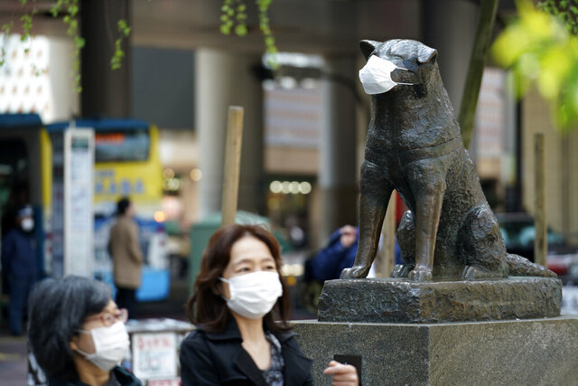 A statue of a Japanese Akita dog named