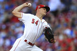 Cincinnati Reds' Sonny Gray throws in the first inning inning of a baseball game against the Chicago Cubs, Saturday, Aug. 10, 2019, in Cincinnati. (AP Photo/Aaron Doster)