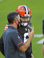 Cleveland Browns head coach Kevin Stefanski, left, talks to quarterback Baker Mayfield before an NFL football scrimmage at FirstEnergy Stadium in Cleveland, Friday, Sept. 4, 2020. (Joshua Gunter/Cleveland.com via AP)