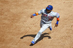 New York Mets' Robinson Cano runs to third base on J.D. Davis' double in the sixth inning of a baseball game against the Washington Nationals, Wednesday, Sept. 4, 2019, in Washington. (AP Photo/Patrick Semansky)