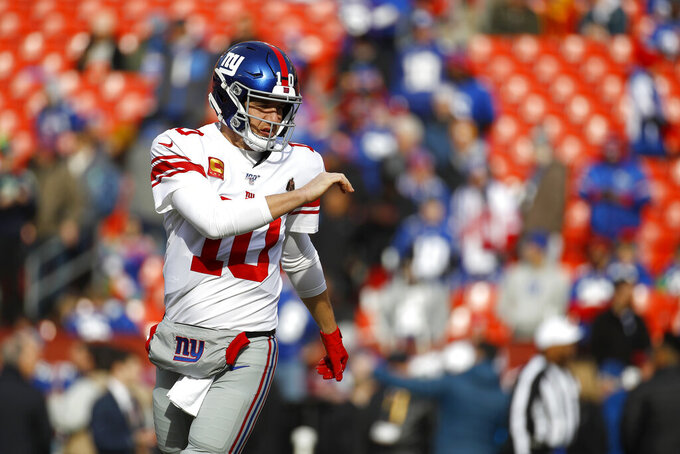 New York Giants quarterback Eli Manning works out prior to an NFL football game against the Washington Redskins, Sunday, Dec. 22, 2019, in Landover, Md. (AP Photo/Patrick Semansky)