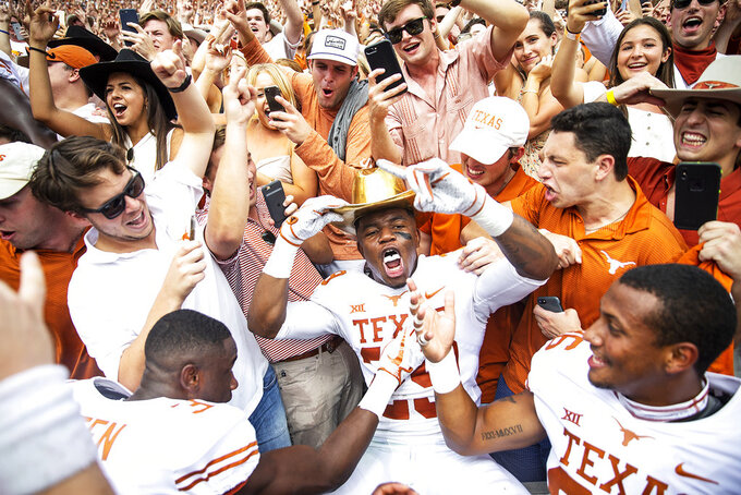 AP Top 25: Notre Dame into top 5; Texas top 10; 8 SEC teams
