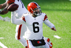 Cleveland Browns quarterback Baker Mayfield (6) throws a pass during the first half of an NFL football game against the New York Jets, Sunday, Dec. 27, 2020, in East Rutherford, N.J. (AP Photo/Corey Sipkin)