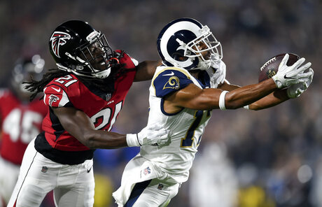 APTPOPIX Falcons Rams Football