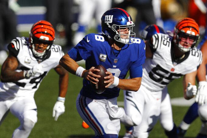New York Giants quarterback Daniel Jones (8) scrambles during the first half of NFL football game against the Cincinnati Bengals, Sunday, Nov. 29, 2020, in Cincinnati. (AP Photo/Aaron Doster)