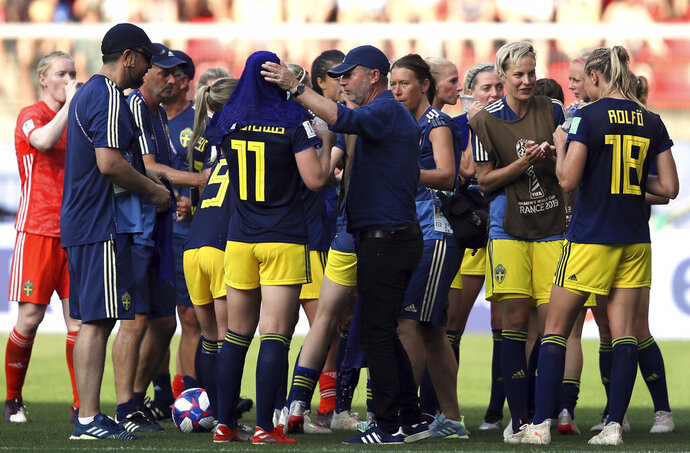 Sweden coach Peter Gerhardsson, middle, talks to players as they take a drinks brake during the of the Women's World Cup quarterfinal soccer match between Germany and Sweden at Roazhon Park in Rennes, France, Saturday, June 29, 2019. (AP Photo/David Vincent)