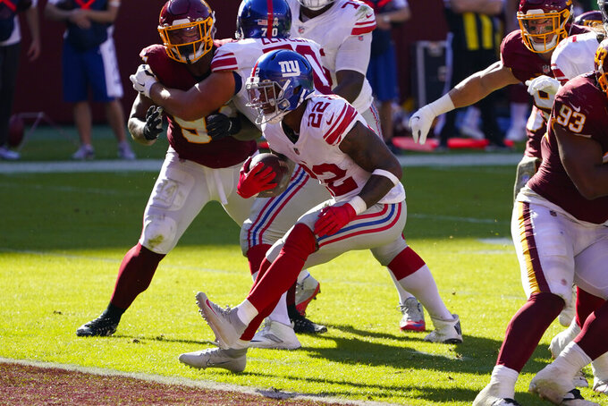 New York Giants running back Wayne Gallman (22) scoring a touchdown against Washington Football Team in the first half of an NFL football game, Sunday, Nov. 8, 2020, in Landover, Md. (AP Photo/Patrick Semansky)