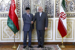 Iranian Foreign Minister Mohammad Javad Zarif, right, and his Omani counterpart Yousuf bin Alawi pose for a photo prior to their meeting, in Tehran, Iran, Saturday, July 27, 2019. (AP Photo/Ebrahim Noroozi)