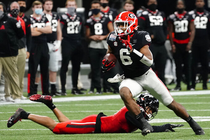 Georgia running back Kenny McIntosh (6) runs against Cincinnati during the first half of the Peach Bowl NCAA college football game, Friday, Jan. 1, 2021, in Atlanta. (AP Photo/Brynn Anderson)