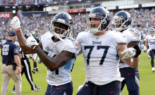 APTOPIX Eagles Titans Football