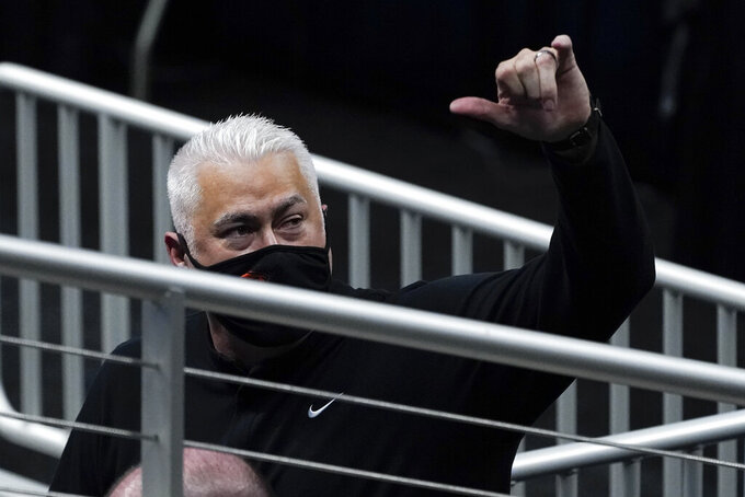 Oregon State head coach Wayne Tinkle waves to fans after beating Tennessee 70-56 in a men's college basketball game in the first round of the NCAA tournament at Bankers Life Fieldhouse in Indianapolis, Friday, March 19, 2021. (AP Photo/Paul Sancya)