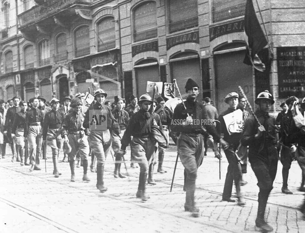 AP I ITALY FASCISTS MARCH THROUGH ROME 1922