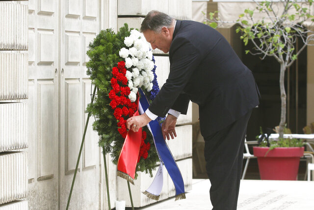 US Secretary of State Mike Pompeo lays down a wreath at the censor memorial for the Austrian victims of the Holocaust in Vienna, Austria, Friday, Aug. 14, 2020. Pompeo is on a five-day visit to central Europe. (Photo/Ronald Zak)