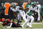 New York Jets running back Bilal Powell (29) runs the ball past Cincinnati Bengals defensive end Carl Lawson (58) during the first half of an NFL football game, Sunday, Dec. 1, 2019, in Cincinnati. (AP Photo/Frank Victores)