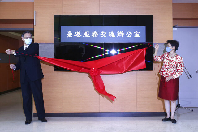 Katharine Chang, right, chairperson of Straits Exchange Foundation, and Chen Ming-tong, minister of the Mainland Affairs Council, unveil the plaque of the Taiwan Hong Kong Service Exchange Office during an opening ceremony in Taipei, Taiwan, Wednesday, July 1, 2020. Taiwan officially opened the specialized office to support Hong Kong people seeking to move to Taiwan after China's passage of a national security law for Hong Kong. (AP Photo /Chiang Ying-ying)