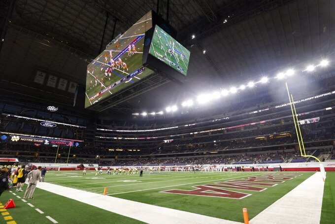 Notre Dame and Alabama play in the second half of the Rose Bowl NCAA college football game at AT&T Stadium in Arlington, Texas, Friday, Jan. 1, 2021. (AP Photo/Michael Ainsworth)