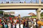 Oromo protesters block westbound Interstate 94 as people watch from the Victoria Street Bridge in St. Paul, Minn., Wednesday, July 1, 2020. Protesters apparently outraged by the killing of Hachalu Hundessa, a popular singer in Ethiopia, stopped traffic on the interstate during the evening rush hour. Police blocked the entrance ramps to the freeway shortly before 6:30 p.m. Traffic was stopped as the group moved down the interstate. State Patrol spokesman Lt. Gordon Shank said after 8 p.m. the protesters had left the freeway, and no arrests have been made. (Evan Frost/Minnesota Public Radio via AP)