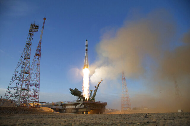 In this photo distributed by Roscosmos Space Agency Press Service, the Russian Progress MS-14 cargo spacecraft blasts off from the launch pad at Russia's space facility in Baikonur, Kazakhstan Saturday, April 25, 2020. The Russian cargo capsule has docked with the International Space Station, bringing more than 2 tons of supplies to the three-person crew. (Roscosmos Space Agency Press Service photo via AP)