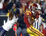 Southern California wide receiver Tyler Vaughns, right, cradles a touchdown catch with California cornerback Elijah Hicks defending during the first half of an NCAA college football game in Los Angeles, Saturday, Nov. 10, 2018. (AP Photo/Alex Gallardo)