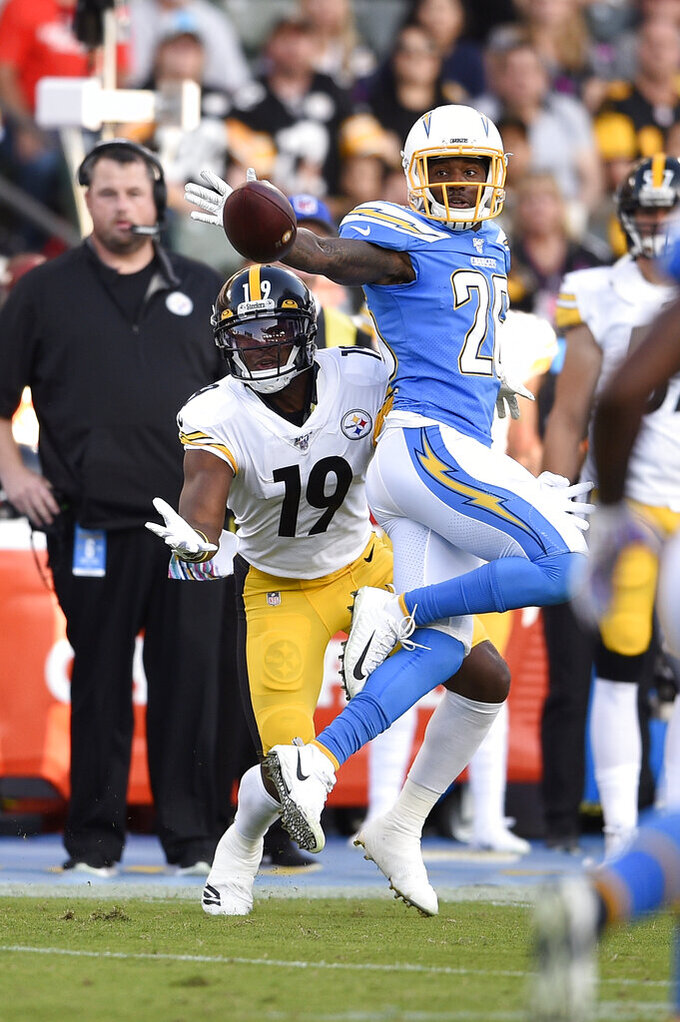 Los Angeles Chargers cornerback Casey Hayward, right, blocks a pass intended for Pittsburgh Steelers wide receiver JuJu Smith-Schuster during the first half of an NFL football game, Sunday, Oct. 13, 2019, in Carson, Calif. (AP Photo/Kelvin Kuo)