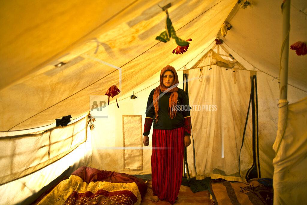 APTOPIX Mideast Jordan Pregnancy in Tents Photo Essay