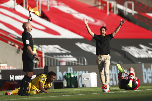 Arsenal's head coach Mikel Arteta, right, gestures against linesman during the English Premier League soccer match between Southampton and Arsenal at St Mary's Stadium, in Southampton, England, Thursday, June 25, 2020. (Andrew Matthews/Pool via AP)