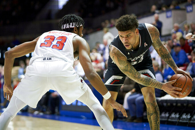 No. 23 Cincinnati wins 52-49 at SMU despite shooting woes