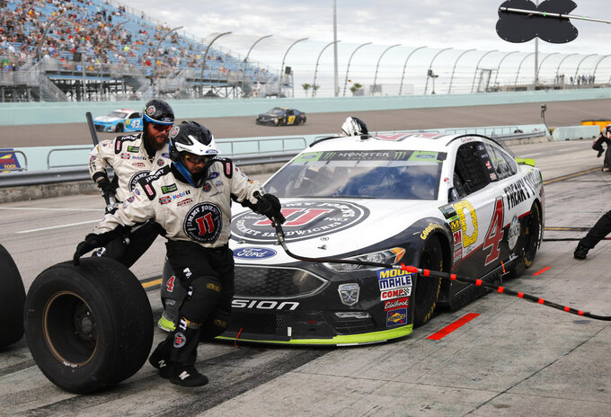 Kevin Harvick makes a pit stop during the NASCAR Cup Series Championship auto race at the Homestead-Miami Speedway, Sunday, Nov. 18, 2018, in Homestead, Fla. (AP Photo/Terry Renna)