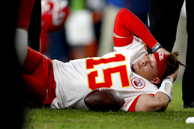Chiefs' Mahomes begins knee rehab as game week begins