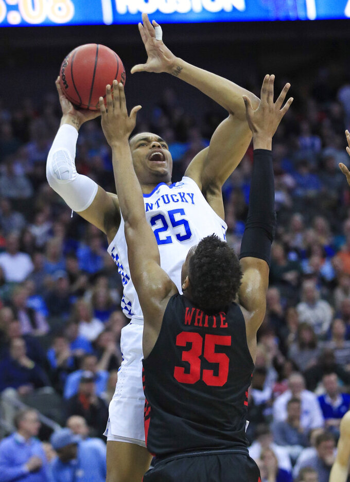 Kentucky's PJ Washington (25) shoots over Houston's Fabian White Jr. (35) during the first half of a men's NCAA tournament college basketball Midwest Regional semifinal game Friday, March 29, 2019, in Kansas City, Mo. (AP Photo/Orlin Wagner)