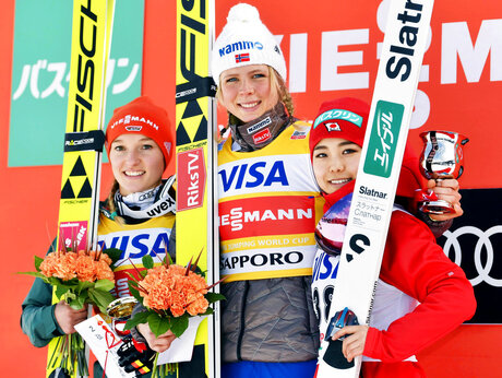 Sara Takanashi, Katharina Althaus, Maren Lundby