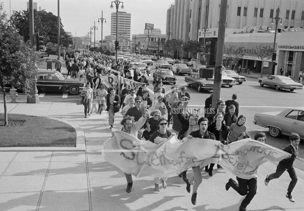 Watchf AP A  CA USA APHS445390 Vietnam War Protest