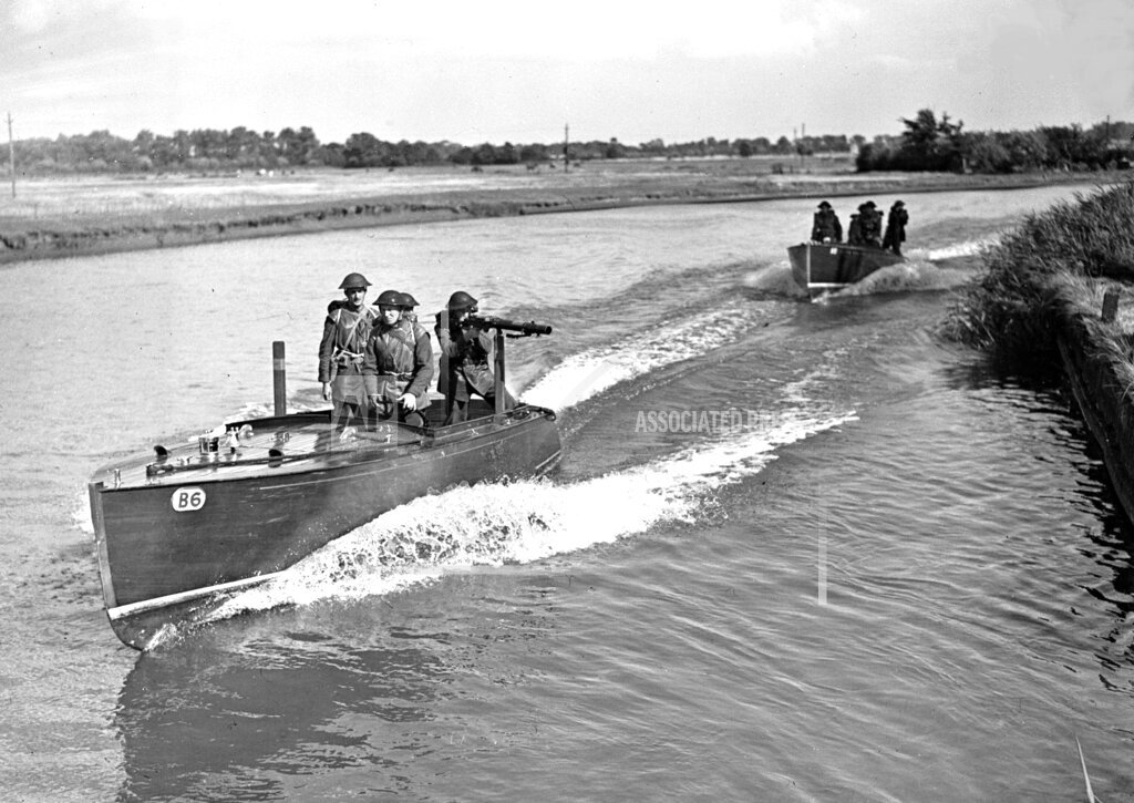 Associated Press International News England United Kingdom WWII BRITAIN BROADS