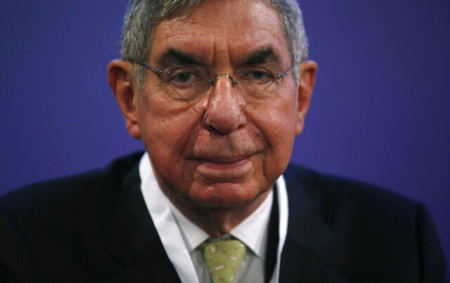 FILE - In this Nov. 13, 2015 file photo, Nobel Peace Prize laureate and two-time Costa Rican President Oscar Arias looks at the media during the opening ceremony of the XV World Summit of Nobel Peace Laureates at the University in Barcelona, Spain. The prosecutors' office said Monday, Sept. 7, 2020, that two women who had lodged sexual abuse complaints against the Nobel Peace Prize laureate and two-time Costa Rican President have withdrawn those complaints. (AP Photo/Manu Fernandez, File)