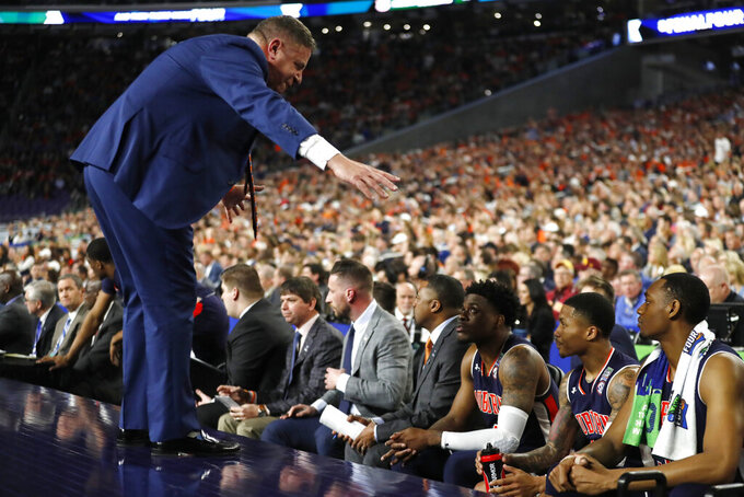 Auburn head coach Bruce Pearl talks to his team during the first half against Virginia in the semifinals of the Final Four NCAA college basketball tournament, Saturday, April 6, 2019, in Minneapolis. (AP Photo/Jeff Roberson)