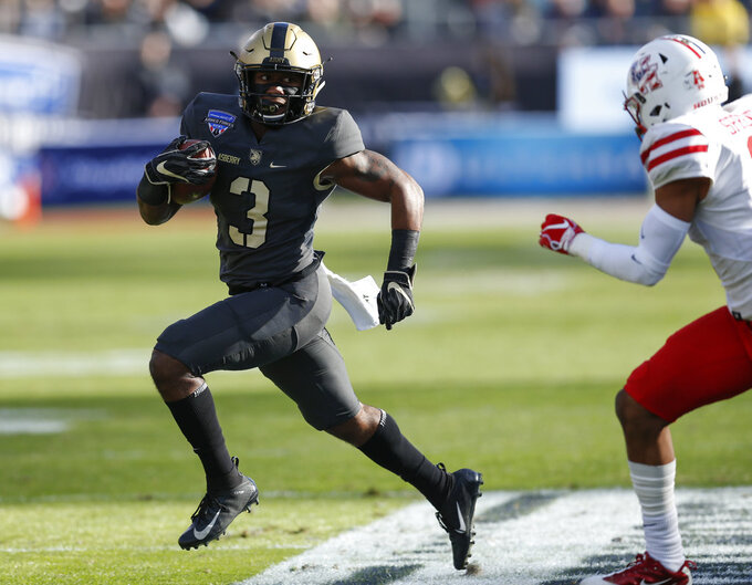 Army running back Jordan Asberry (3) rushes the ball against Houston during the first half of Armed Forces Bowl NCAA college football game Saturday, Dec. 22, 2018, in Fort Worth, Texas. (AP Photo/Jim Cowsert)
