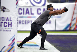 Cincinnati Bengals defensive end Amani Bledsoe works out prior to an NFL football game against the Baltimore Ravens, Sunday, Oct. 11, 2020, in Baltimore. (AP Photo/Gail Burton)