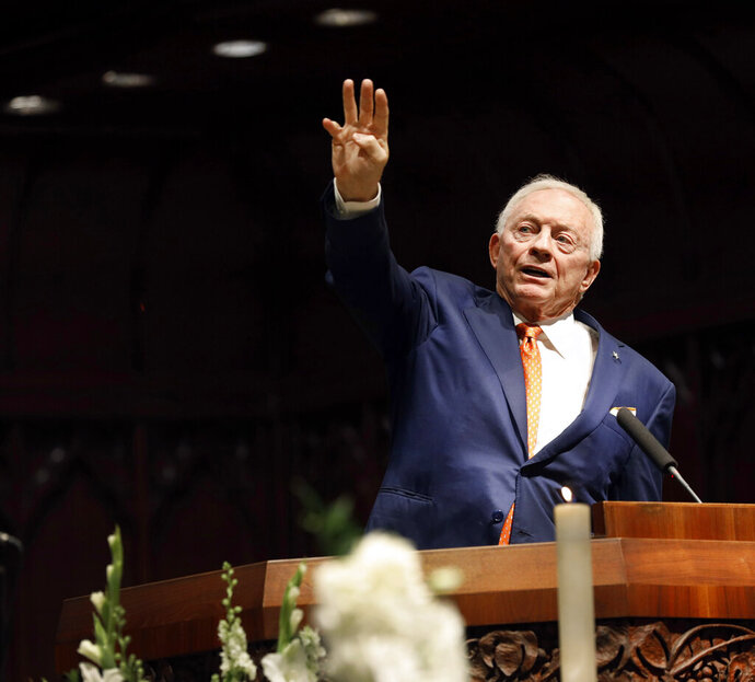 Dallas Cowboys owner Jerry Jones raises four fingers indicating the fourth quarter of life during his remembrance of T. Boone Pickens during his funeral service, Thursday, Sept. 19, 2019 at Highland Park United Methodist Church in Dallas. (Tom Fox/The Dallas Morning News via AP, Pool)