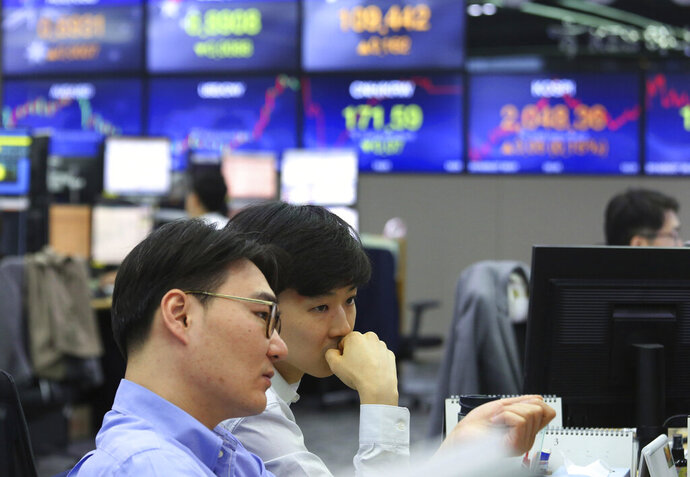Currency traders watch monitors at the foreign exchange dealing room of the KEB Hana Bank headquarters in Seoul, South Korea, Monday, May 27, 2019. Shares were mixed early Monday in Asia in the absence of fresh news on the tariffs standoff between the U.S. and China. (AP Photo/Ahn Young-joon)
