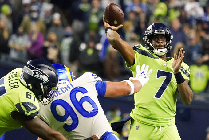 Seattle Seahawks backup quarterback Geno Smith (7) passes to wide receiver DK Metcalf for a touchdown against the Los Angeles Rams during the second half of an NFL football game, Thursday, Oct. 7, 2021, in Seattle. (AP Photo/Elaine Thompson)