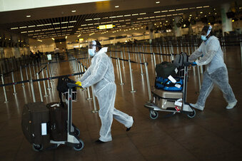 EU sets out virus pass plan to allow free travel by summer