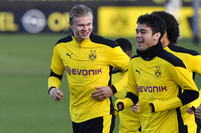 Dortmund's Erling Haaland, left, and Dortmund's Giovanni Reyna exercise during a training session prior the Champions League group F soccer match between Club Brugge and Borussia Dortmund at the training ground in Dortmund, Germany, Tuesday, Nov. 3, 2020. The match will be played in Bruges, Belgium on Wednesday evening. (AP Photo/Martin Meissner)
