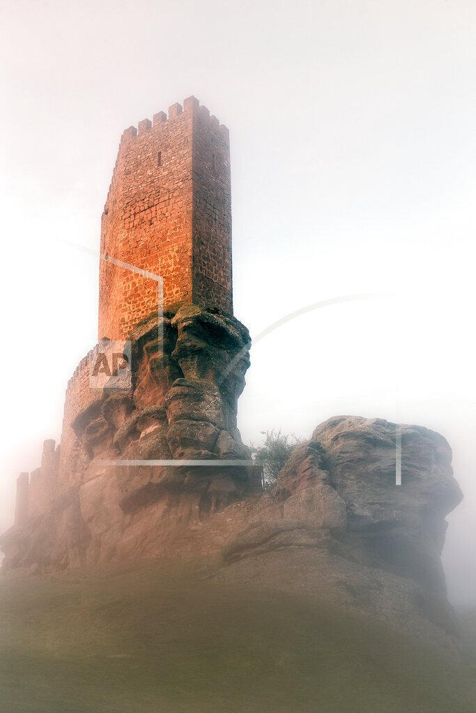 Spain, Guadalajara, Castle of Zafra and fog in the morning