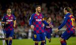 Lionel Messi celebra tras anotar un gol durante el partido de La Liga española contra el Alavés, en Barcelona, el sábado 21 de diciembre de 2019. (AP Foto/Joan Monfort)